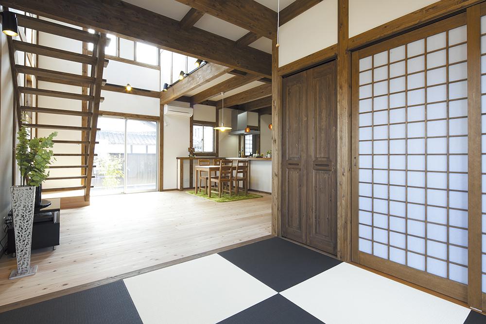 レトロな雰囲気の真壁造りの家