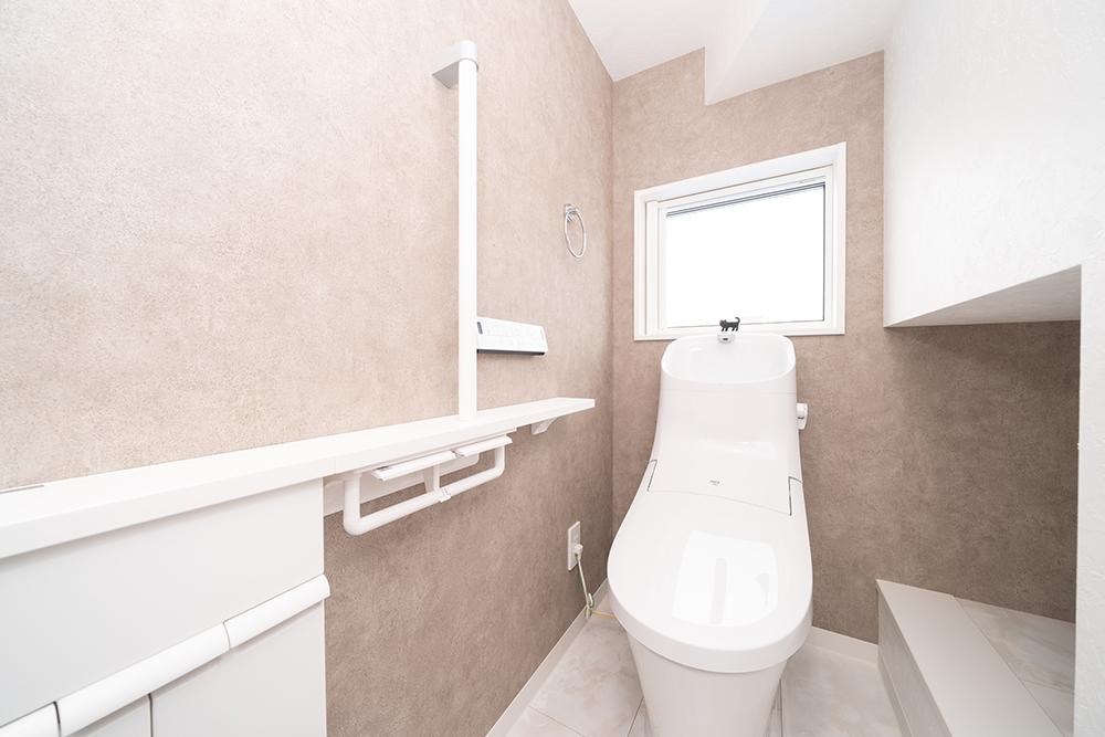 施工事例_大津市_モノトーンの北欧モダンな家_トイレ収納