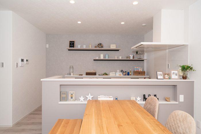 施工事例_南草津_大人かわいい家の対面キッチン正面