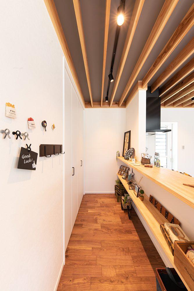 施工事例_下阪本_カジュアルスタイルの家_キッチンカウンター収納