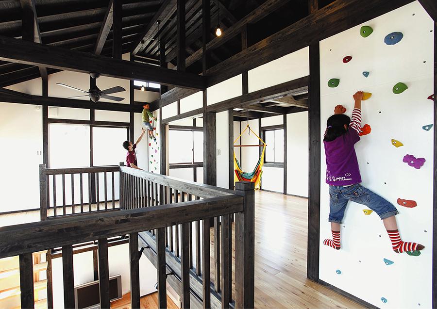 ボルダリングを楽しむ木の家