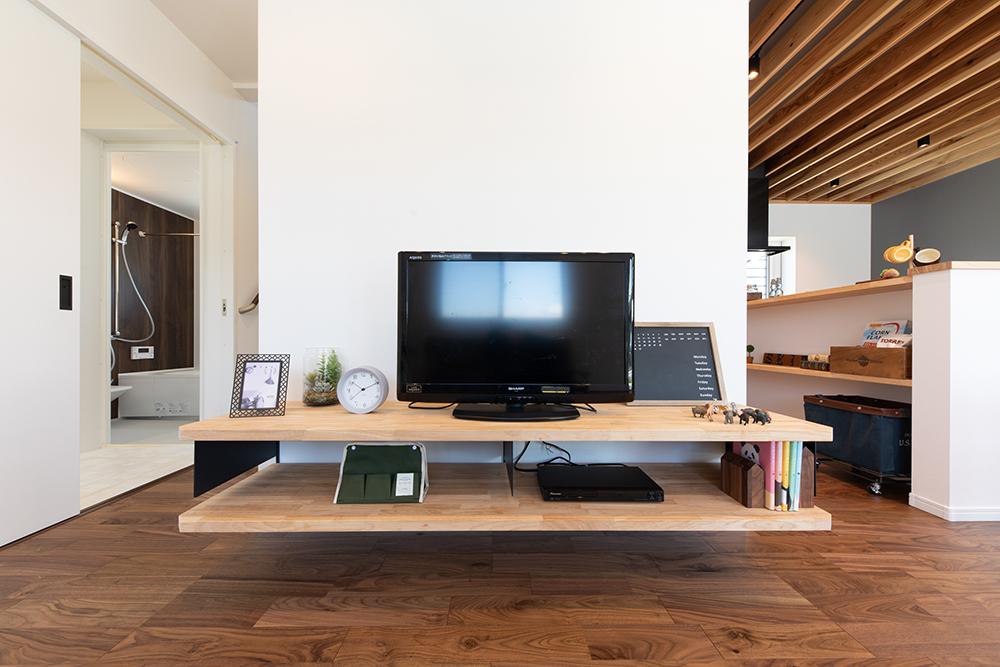 施工事例_下阪本_カジュアルスタイルの家_キッチン_造作テレビボード